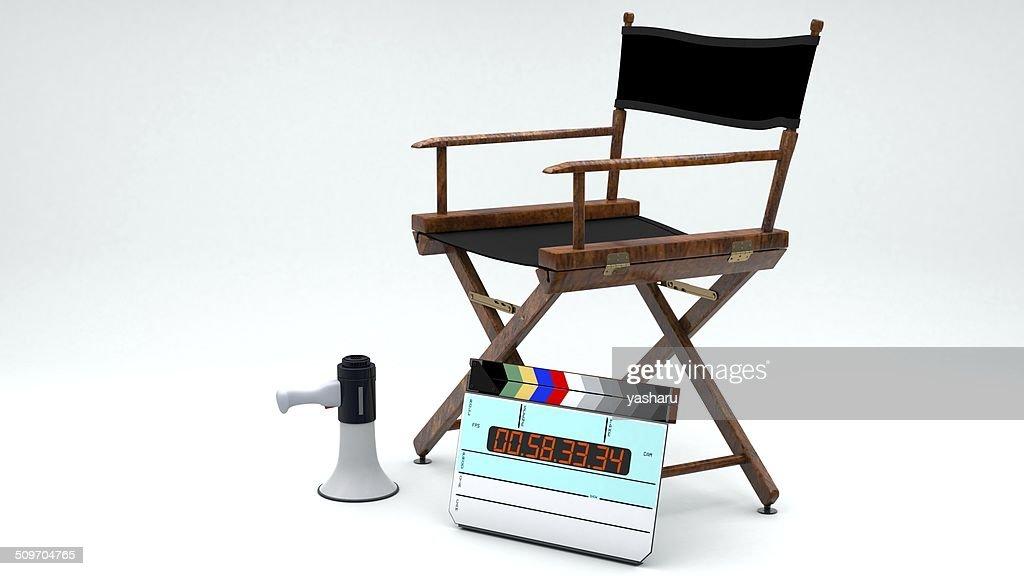 Due vuoti sedia da regista sopra priorità bassa bianca u foto