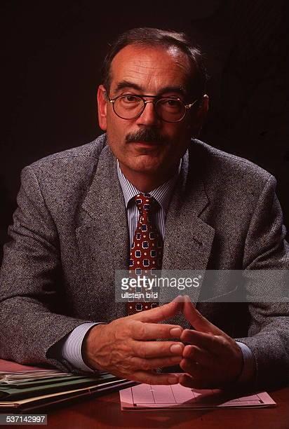 Direktor der `Gauckbehörde` zur Auswertung der `Stasi' Akten der DDR 1994