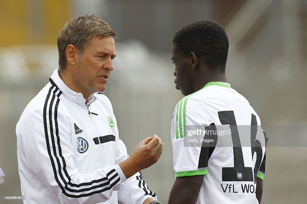 Dirk Kunert instructs Kentu Malcolm Badu of Wolfsburg during the A Juniors Bundesliga Semi Final between U19 VfL Wolfsburg and U19 Hannover 96 at Stadion am Elsterweg on June 14, 2014 in Wolfsburg, Germany.