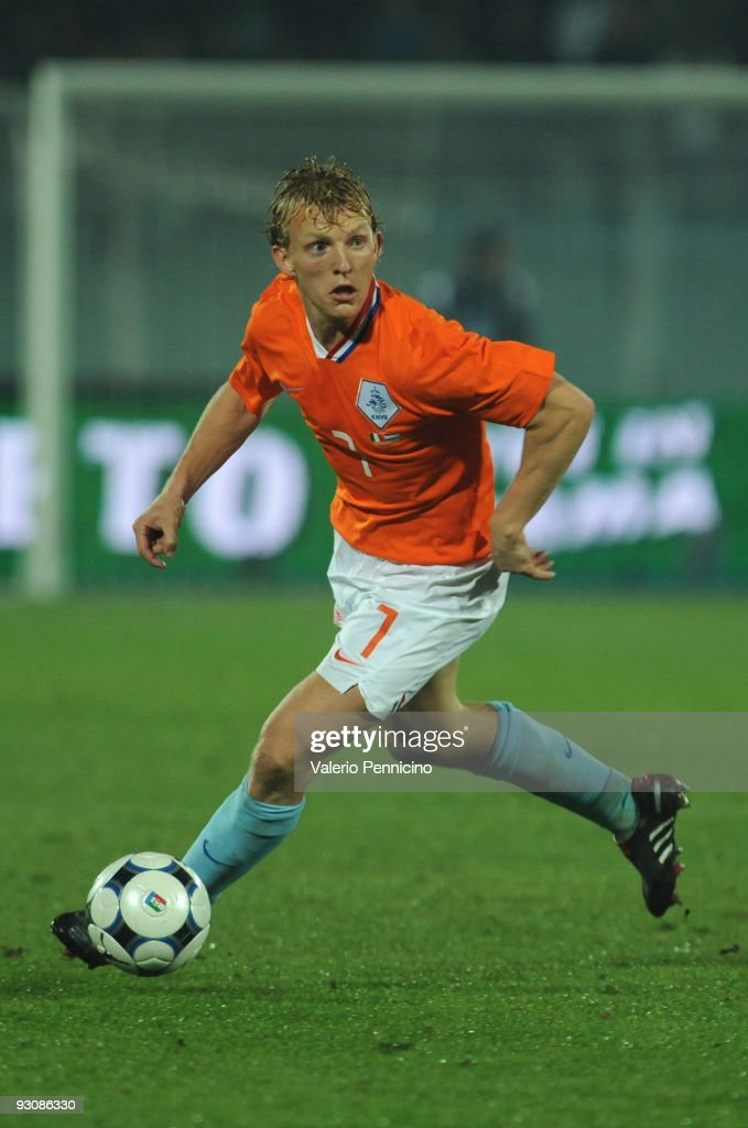 <a gi-track='captionPersonalityLinkClicked' href=/galleries/search?phrase=Dirk+Kuyt&family=editorial&specificpeople=538141 ng-click='$event.stopPropagation()'>Dirk Kuyt</a> of Holland in action during the international friendly match between Italy and Holland at Adriatico Stadium on November 14, 2009 in Pescara, Italy.