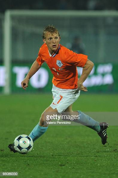 Dirk Kuyt of Holland in action during the international friendly match between Italy and Holland at Adriatico Stadium on November 14 2009 in Pescara...