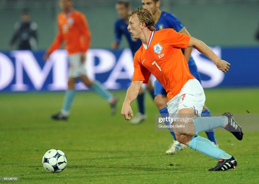 Dirk Kuyt of Holland in action during the International Friendly Match between Italy and Holland at Adriatico Stadium on November 14, 2009 in Pescara, Italy.