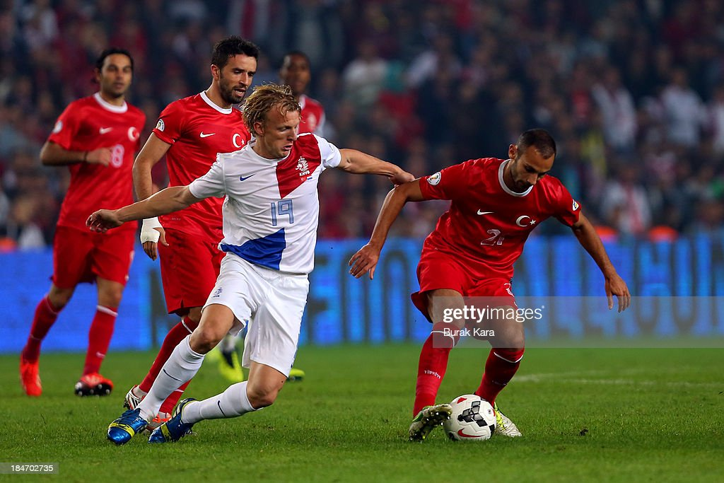 <a gi-track='captionPersonalityLinkClicked' href=/galleries/search?phrase=Dirk+Kuyt&family=editorial&specificpeople=538141 ng-click='$event.stopPropagation()'>Dirk Kuyt</a> of Netherlands challanges with Turkey's Onur Recep Kovrak during FIFA 2014 World Cup Qualifier match at the Sukru Saracoglu Stadium on October 15, 2013 in Istanbul, Turkey.