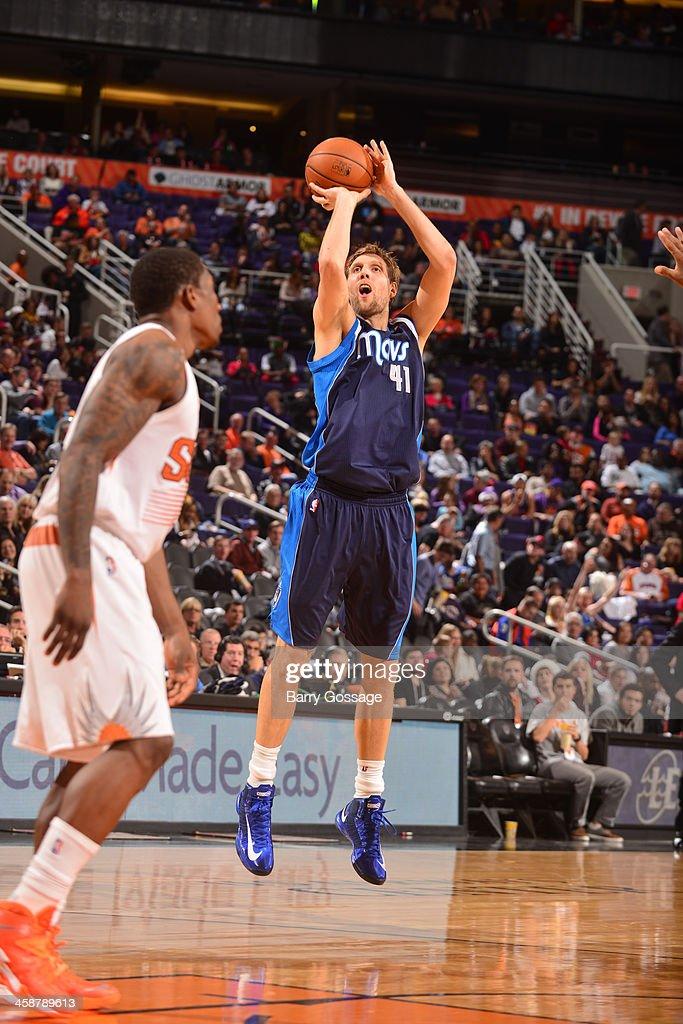 Dirk Nowitzki #41 of the Dallas Mavericks shoots against the Phoenix Suns on December 21, 2013 at U.S. Airways Center in Phoenix, Arizona.