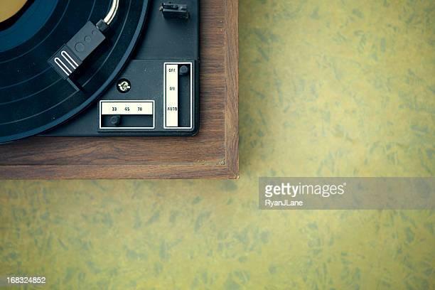 Dirty Plattenspieler und Rekord auf Formica Hintergrund
