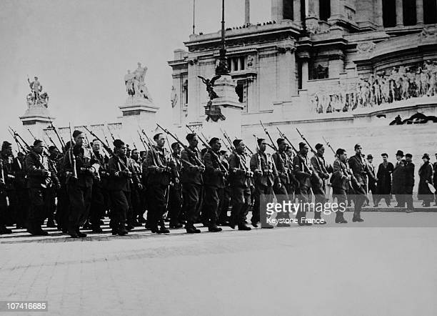 Disabled World War I Veterans Enlisted For The East Africa In Front Of The Unknown Soldier Tomb In Rome On November 1935