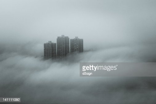 Disappearing skyscraper by fog and cloud : Stockfoto