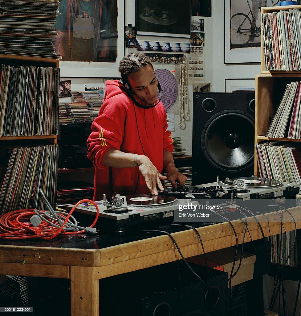 Disc jockey playing record : Foto de stock