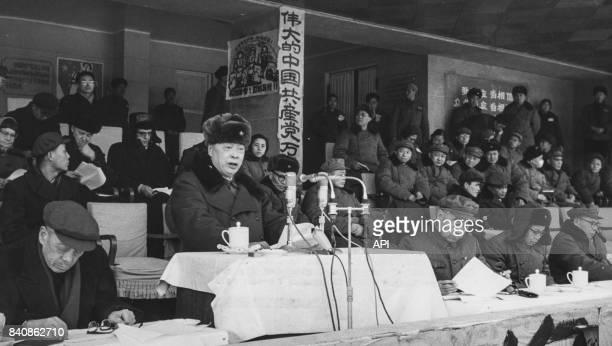 Discours de Chen Yi en présence de Zhou Enlai et d'autres dirigeants du Parti communiste chinois lors du rassemblement contre le révisionnisme...