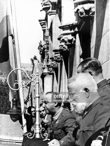 Discours du Général Franco depuis le balcon de son quartier général après avoir été proclamé chef du gouvernement nationaliste espagnol en octobre...