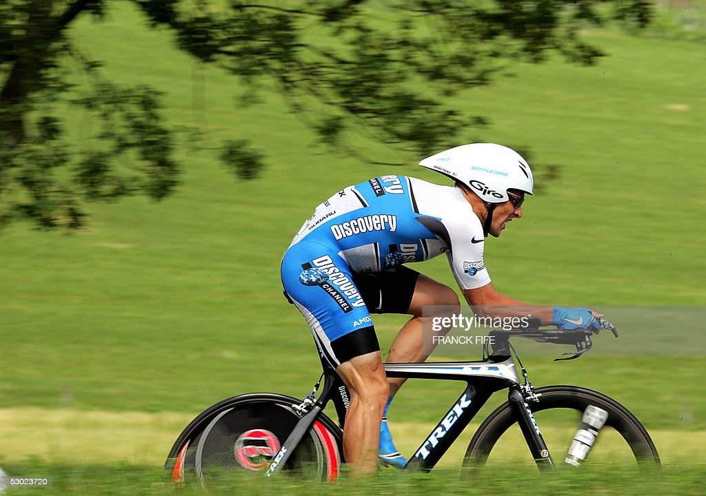 Discovery Channel cycling team leader US Lance Armstrong rides 05 June 2005 in AixLesBains during the prologue time trial of the 57th Dauphine Libere...