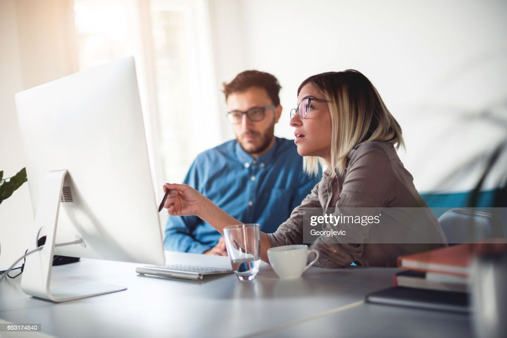 Discussing work in the office : Foto stock