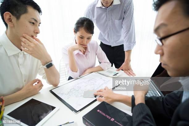議論は、ビジネスに不可欠なさまざまな材料が使用されます。