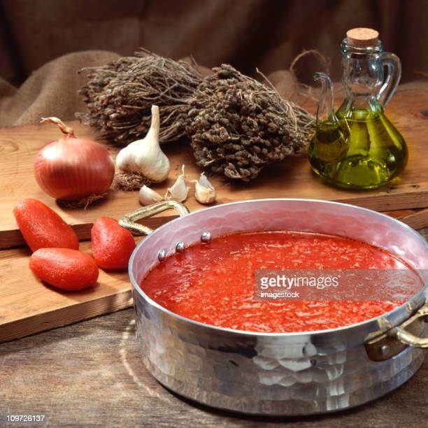 Extracto de tomate en la cacerola