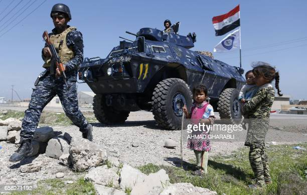 TOPSHOT Displaced Iraqi children who fled their homes in the Old City in western Mosul due to the ongoing fighting between government forces and...