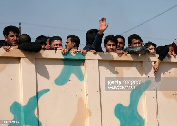 TOPSHOT Displaced Iraqis who fled their homes in the old city of western Mosul due to the ongoing fighting between government forces and Islamic...