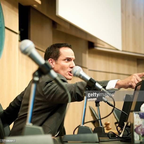 Verärgert Politiker im auditorium