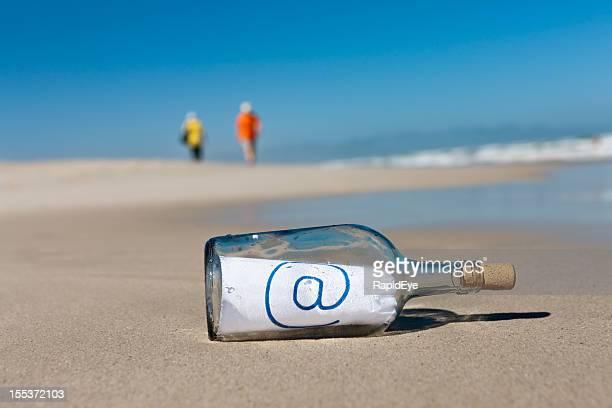 """Ferner beachcombers ignorieren Nachricht in der Flasche, """"@"""""""