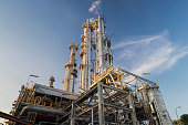 Distillation Columns and their process equipments : Oil and gas refinery plant