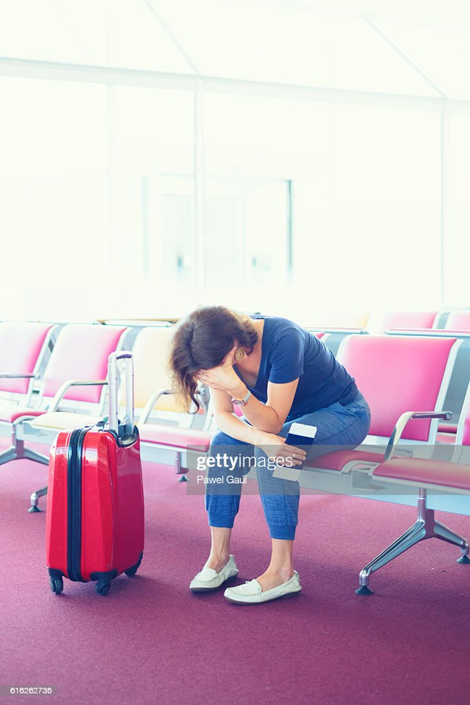 Distraught Woman stuck at airport : Foto de stock