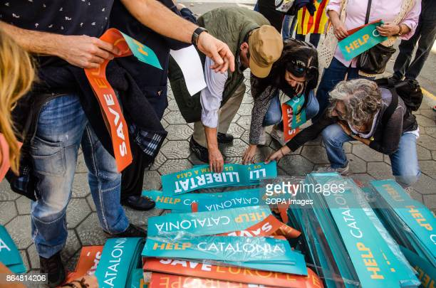 Distribution of posters at the start of the demonstration in Paseo de Gracia About 450000 people have been focused to support the Government and the...