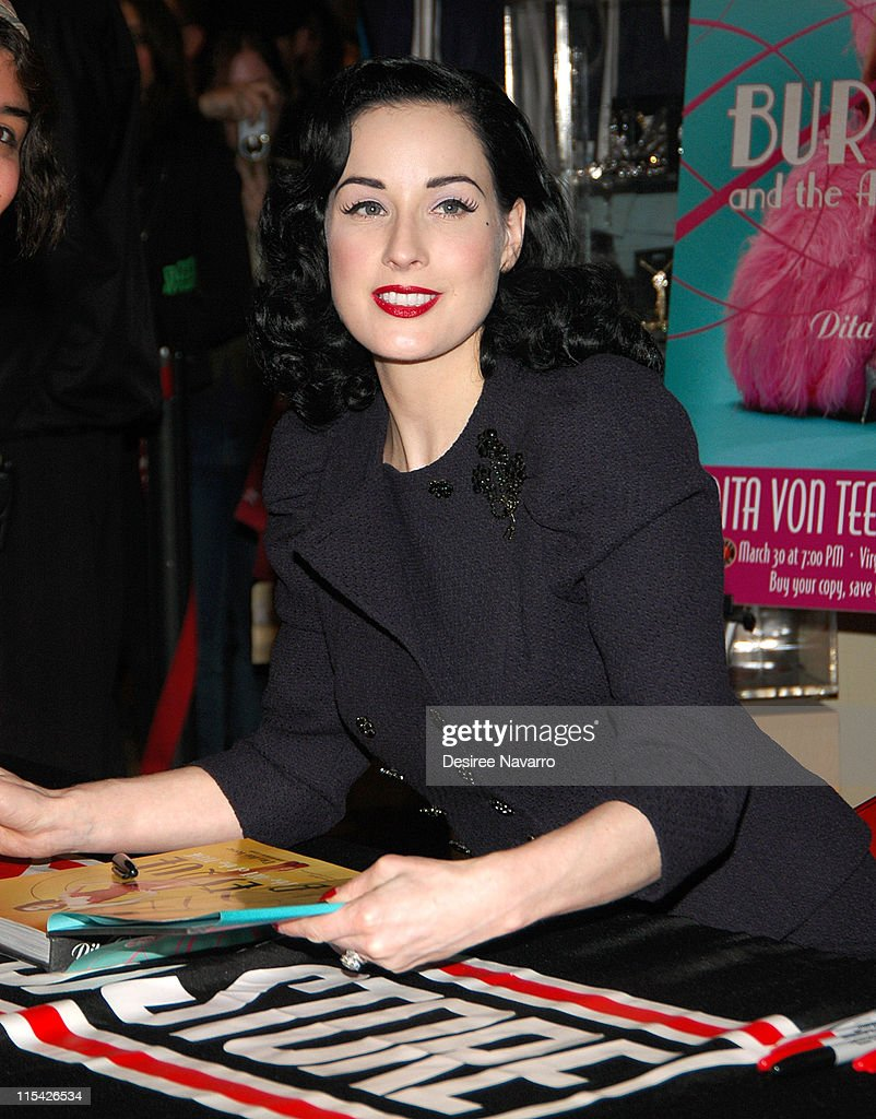 Dita Von Teese During Dita Von Teese Signs Her Book 'burlesque And The Art  Of
