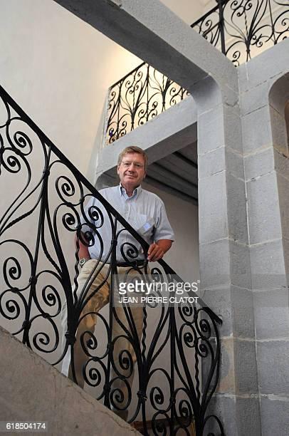 EDITEUR DE 'TITEUF' REDONNE VIE A UN COUVENT DU XVIIEME SIECLE L'éditeur Jacques Glénat pose le 15 septembre 2009 à Grenoble dans le couvent du 17ème...