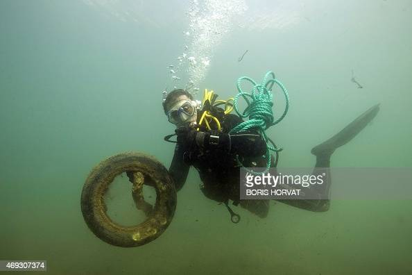 A diver cleans the cove polluted by waste of PortMiou in Cassis on April 11 2015 AFP PHOTO / BORIS HORVAT