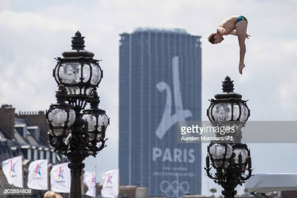 Divers make a demonstration from the top of Pont Alexandre III on June 24 2017 in Paris France On 23 and 24 June Paris is transformed into an Olympic...