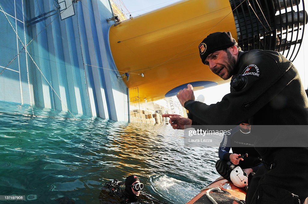 Divers of the Nucleo Operatori Subacquei Guardia Costiera (Coast Guard) conduct a SAR (Search and Rescue) operation that led to the discovery of the body of a woman inside of the ship Costa Concordia on January 21, 2012 in Giglio Porto, Italy. More than four thousand people were on board when the ship hit a rock off the Tuscan coast and 20 are still missing. The official death toll now stands at 12.