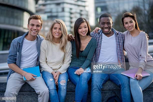 多様な学生グループ