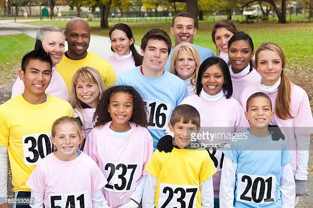 Vielfältigen team von Menschen zu einem charity-Rennen Veranstaltung