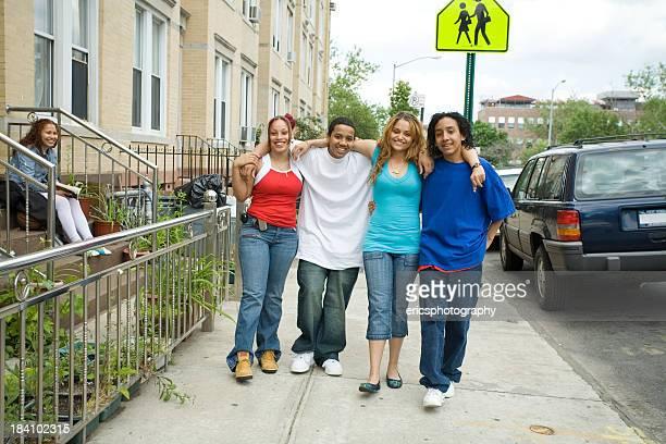 Diversificada grupo de amigos (Série