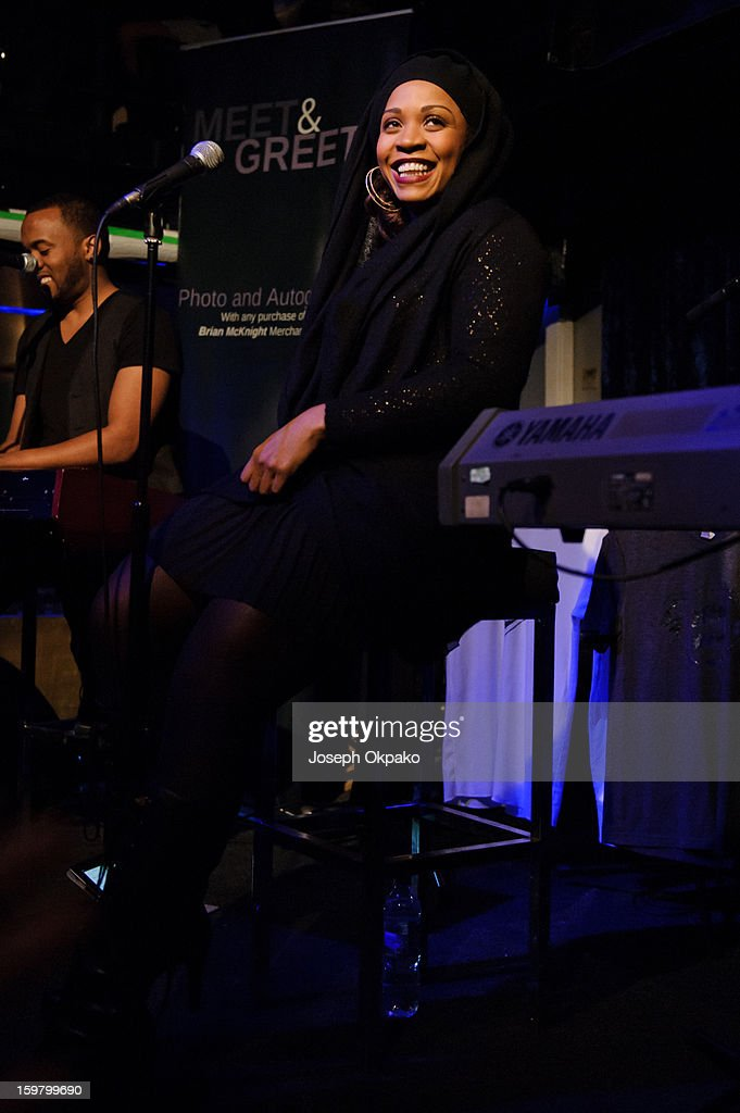 <a gi-track='captionPersonalityLinkClicked' href=/galleries/search?phrase=Divine+Brown+-+Zangeres&family=editorial&specificpeople=707892 ng-click='$event.stopPropagation()'>Divine Brown</a> performs at The Jazz Cafe on January 20, 2013 in London, England.