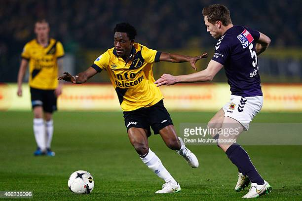 Divine Naah of NAC gets past Xandro Schenk of Go Ahead Eagles during the Dutch Eredivisie match between NAC Breda and Go Ahead Eagles held at the Rat...