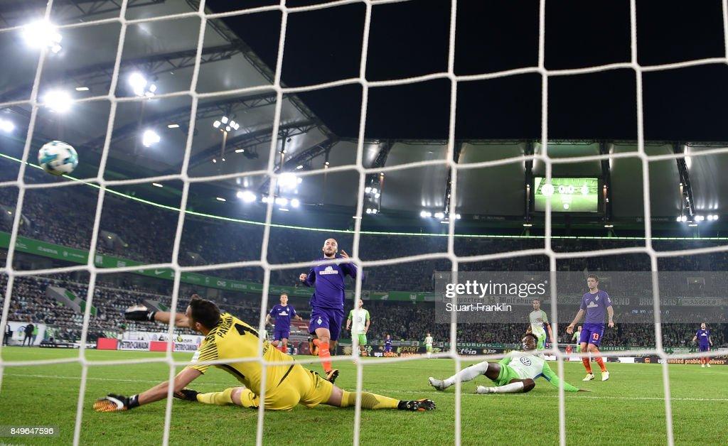 Divock Origi Wolfsburg scores his goal during the Bundesliga match between VfL Wolfsburg and SV Werder Bremen at Volkswagen Arena on September 19, 2017 in Wolfsburg, Germany.