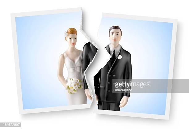 Scheidung. Zerrissen Bild einer Hochzeitstorte Look.