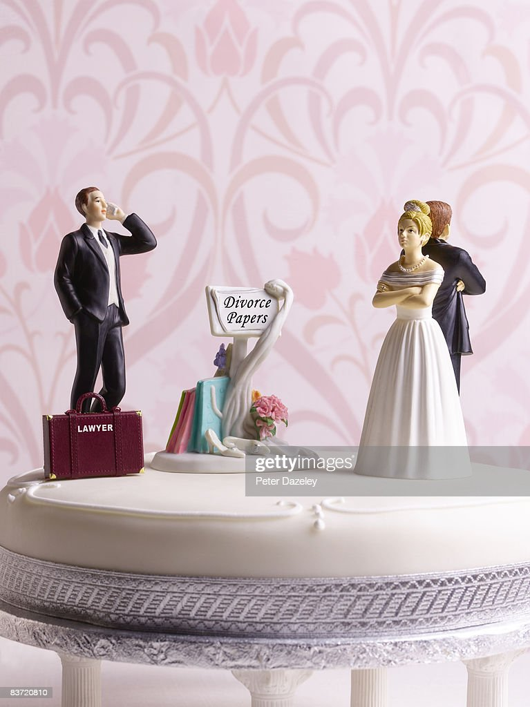 Divorce wedding cake with lawyer : Stock Photo
