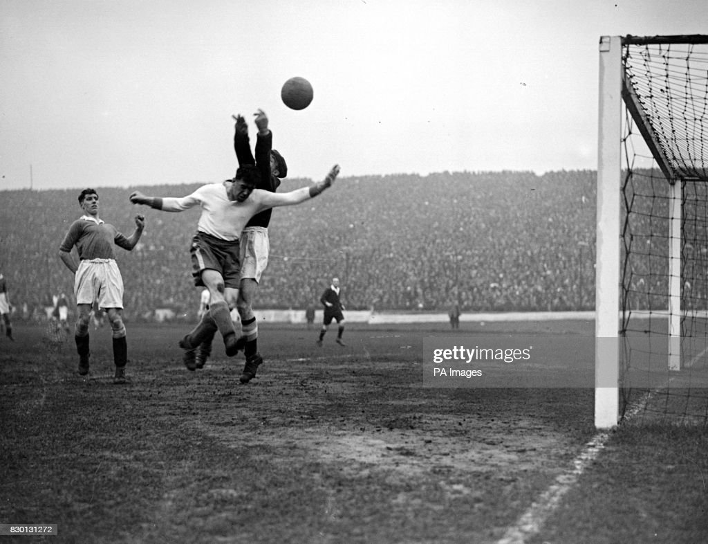 Dixie Dean Everton in action with Millington the Chelsea