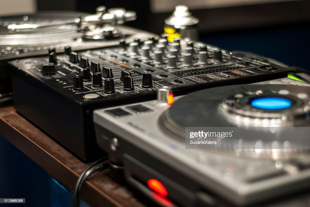 Dj mélanger bureau pour la musique électronique photo thinkstock