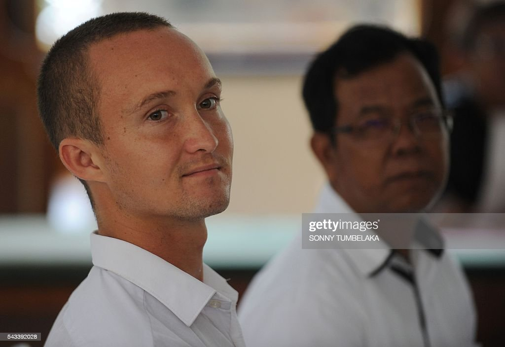 Djai Heijn of the Netherlands (L) attends his drugs trial at a court in Denpasar, on Indonesia's resort island of Bali on June 28, 2016. The Indonesian prosecutor has recommended a 10-month prison sentence for Heijn, who was arrested by customs and police officers on January 11 for allegedly taking receipt of a package sent from Spain which contained 224 grams of marijuana. / AFP / SONNY