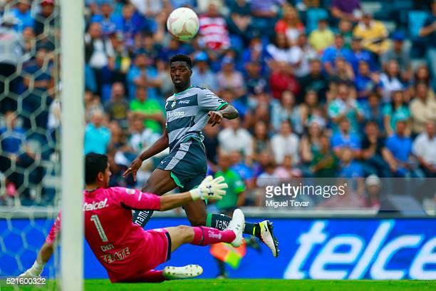 Djaniny Tavares of Santos fails a chanCe to score against Jesus Corona of Cruz Azul during the 14th round match between Cruz Azul and Santos Laguna...