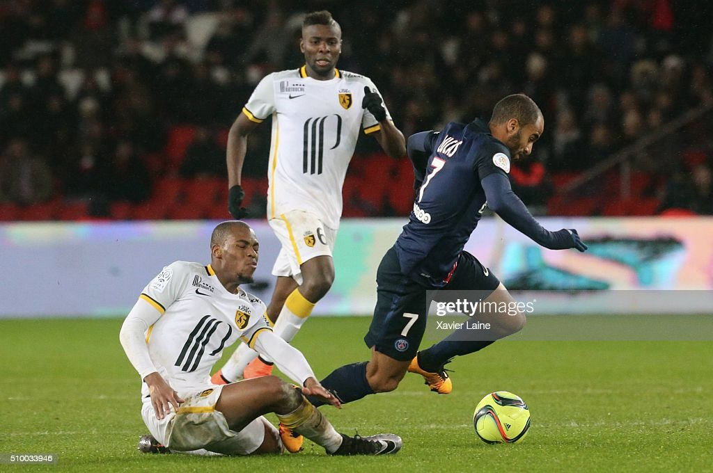 <a gi-track='captionPersonalityLinkClicked' href=/galleries/search?phrase=Djibril+Sidibe&family=editorial&specificpeople=2536469 ng-click='$event.stopPropagation()'>Djibril Sidibe</a> and Ibrahim Amadou of Lille LOSC in action with <a gi-track='captionPersonalityLinkClicked' href=/galleries/search?phrase=Lucas+Moura+-+Aanvallende+middenvelder+en+vleugelspeler+-+Geboren+in+1992&family=editorial&specificpeople=7910925 ng-click='$event.stopPropagation()'>Lucas Moura</a> of Paris Saint-Germain during the French Ligue 1 between Paris Saint-Germain and Lille OSC at Parc Des Princes on february 13, 2016 in Paris, France.