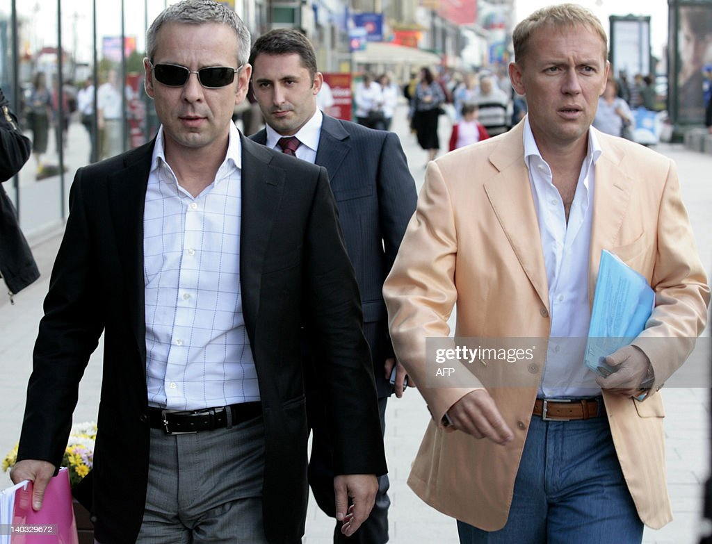 Dmitry Kovtun (L) and Andrei Lugovoi (R) walk toward the Echo Moskvy radio studio in Moscow, 29 August 2007. The pair spoke live on air about the so-called 'Litvinenko Case'. The death by poisoning of ex-KGB officer Alexander Litvinenko in London has been the source of diplomatic antagonism between Russia and England.