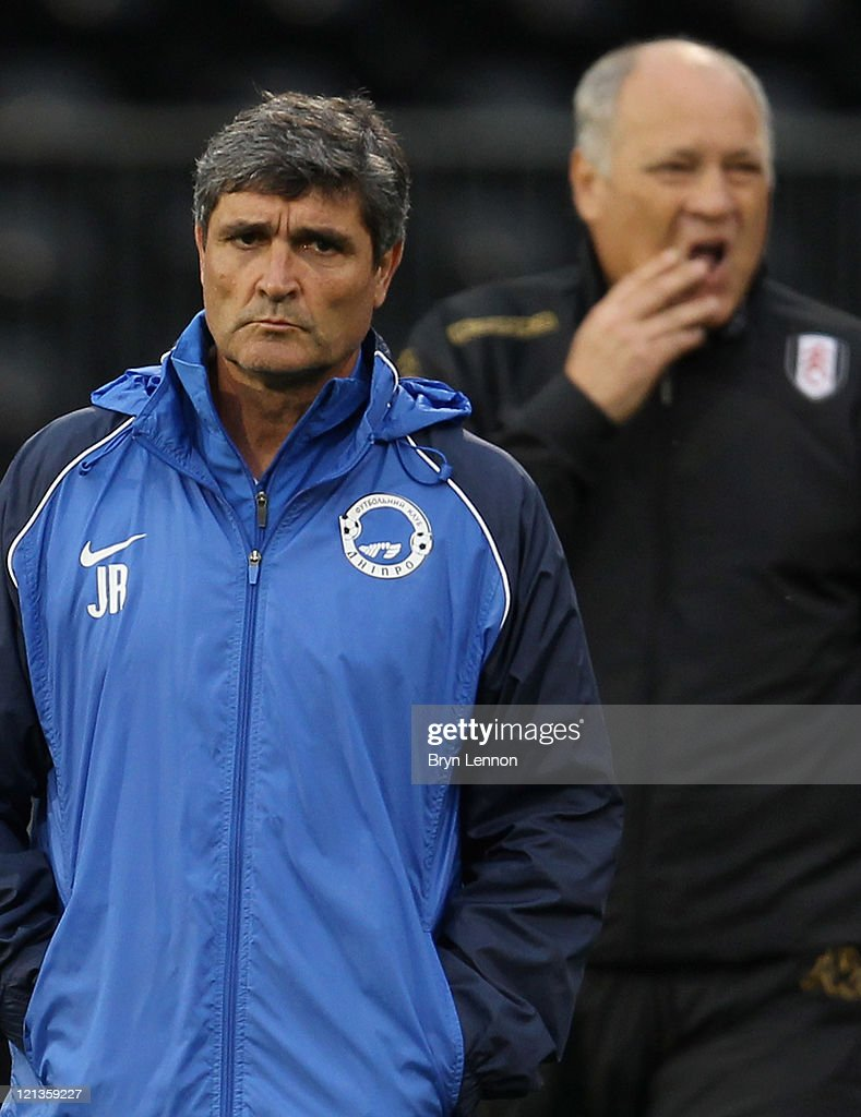 FC Dnipro manager <a gi-track='captionPersonalityLinkClicked' href=/galleries/search?phrase=Juande+Ramos&family=editorial&specificpeople=640865 ng-click='$event.stopPropagation()'>Juande Ramos</a> and Fulham manager <a gi-track='captionPersonalityLinkClicked' href=/galleries/search?phrase=Martin+Jol&family=editorial&specificpeople=215368 ng-click='$event.stopPropagation()'>Martin Jol</a> walk onto the pitch ahead of the UEFA Europa League Play-Off round qualifying first leg match between Fulham and FC Dnipro Dnipropetrovsk at Craven Cottage on August 18, 2011 in London, England.