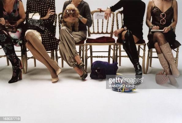 de gauche à droite Féminissime robe en soie à pois Les Sauterelles étole en renard chocolat Mac Douglas sac à main pièce unique en cuir vieilli et...