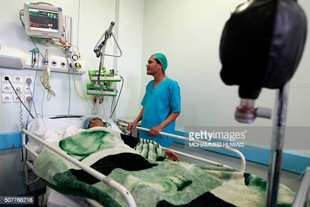 A doctor checks up on a patient at a alThawrah hospital in the capital Sanaa on January 31 2016 / AFP / Mohammed HUWAIS