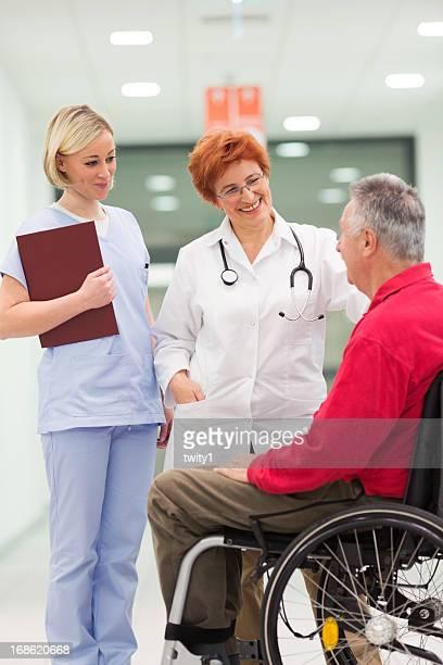 Arzt mit dem Patienten besprechen