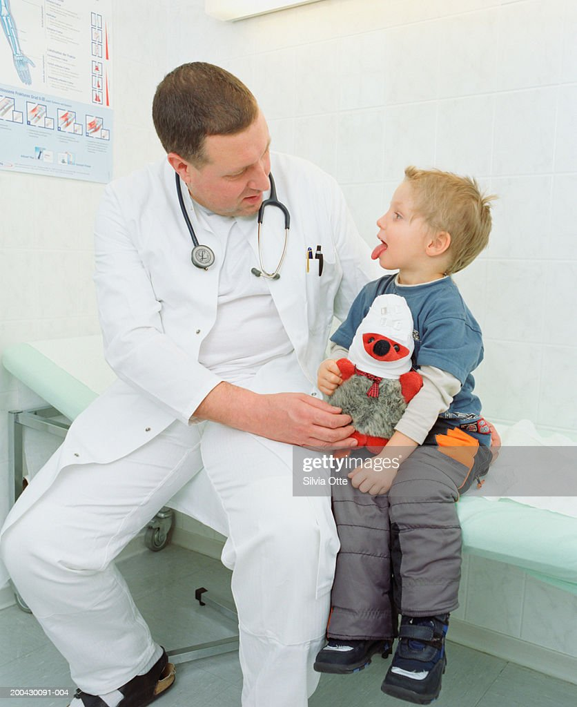 Doctor examining boy (2-4) : Stock Photo