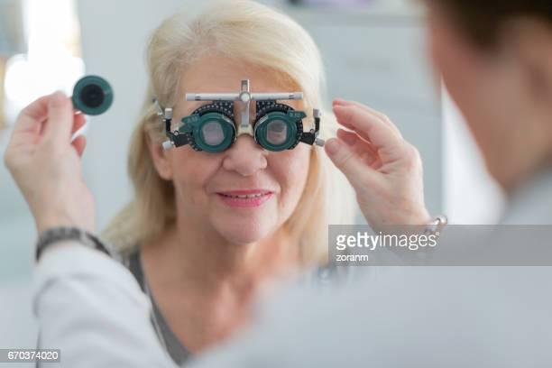 Arzt untersucht vision